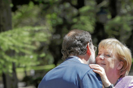 Merkel avala las reformas adoptadas por Rajoy, pero le insta a que continúen