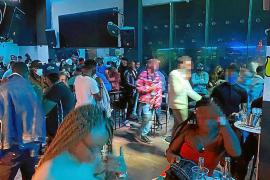 Redada en una discoteca de Palma por incumplir medidas sanitarias.