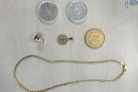 Monedas, pendientes y un collar de gran valor, formaban parte del botín sustraído