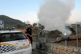 Una quema descontrolada junto a la carretera causa alarma en Andratx