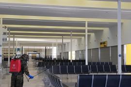 El Ejército limpia la estación marítima de Palma usada para acoger migrantes