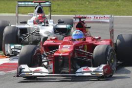 Alonso, más líder tras remontar en Monza