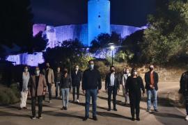 El Castell de Bellver se ilumina con los colores de la bandera trans