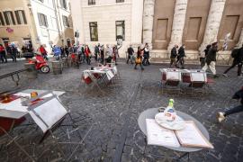 Italia cierra cines, teatros, bares y restaurantes a partir de las 18.00 horas