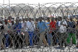 Miles de mineros surafricanos extienden su huelga por todo el país