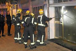 Un incendio de madrugada en una cafetería de Palma obliga a evacuar todo un edificio