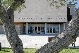El hospital de Manacor prohíbe las visitas y los acompañantes ante el aumento de casos de COVID