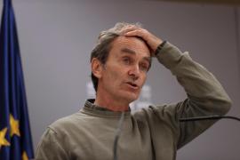 Simón advierte de una «situación muy crítica» en algunos hospitales y de un posible colapso de las UCIs