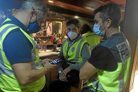 Clausuran una fiesta ilegal en Can Valero que anunciaba con carteles la venta de cocaína