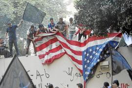 Asaltan la Embajada de EEUU en El Cairo y arrancan la bandera