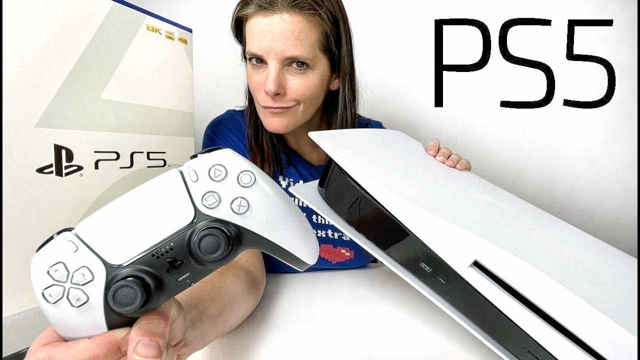 Una 'youtuber' desempaqueta la nueva Playstation 5