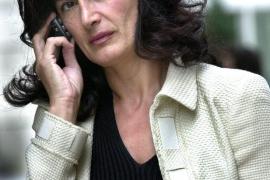 TVE ficha  a la esposa del ministro Wert