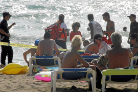 Un bañista alemán fallece ahogado cuando nadaba en la Platja de Palma con mala mar