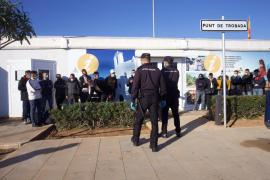 La Guardia Civil intercepta más de 30 inmigrantes, en imágenes. (Fotos de Daniel Espinosa y Marcelo Sastre)
