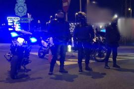 La policía detiene en Palma a un motorista bebido que se cayó ante una patrulla