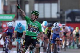 Roglic vuela en Suances y recupera el liderato en La Vuelta
