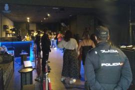 La policía irrumpe en la grabación de un videoclip con 30 personas en Palma