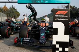 Bottas le arrebata la pole a Hamilton en otro doblete de Mercedes