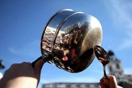 Cacerolada en Pere Garau para denunciar el «abandono de Cort»