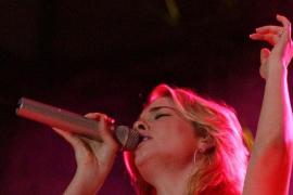 La cantante LeAnn Rimes posa desnuda para mostrar sus problemas con la psoriaris