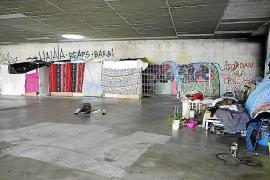 Unas veinte personas viven aún en el parque Pocoyó y frenan la nueva sede del IMI