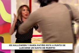 El susto de María Patiño al aparecer un hombre con una jeringuilla en 'Socialité'