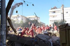 El emotivo rescate de Elif y Idil tras 65 horas bajo los escombros del terremoto en Esmirna