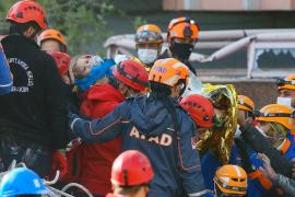 Milagroso rescate de otra niña de 4 años bajo las ruinas del terremoto de Turquía