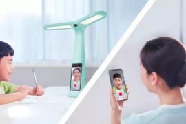 TikTok lanza una lámpara inteligente con pantalla para hacer los deberes