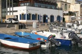 Interceptada una patera con 14 inmigrantes en Cala Figuera