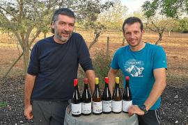Toni Negre y Miquel Rigo: «No estamos ligados a nada, Atòmic son vinos en libertad»