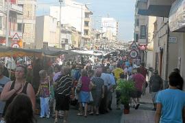 El 'Firó' revitaliza el comercio de las Avingudes y llena la ciudad de turistas