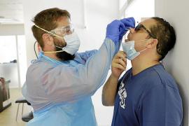 Un laboratorio hace pruebas PCR con una muestra de saliva
