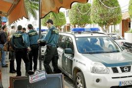 Detenido por incendiar el coche y la casa de una mujer de Alcúdia con la que se obsesionó