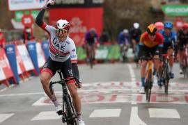 Philipsen se lleva un trabajado esprint en La Vuelta