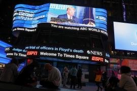 Las televisiones de EEUU cortan y desmienten a Trump