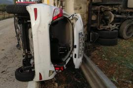 Muere el conductor de un camión de basura en un accidente en s'Esgleieta