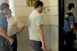 La juez envía a prisión al pirómano que quemó el coche y la casa de la mujer de Alcúdia