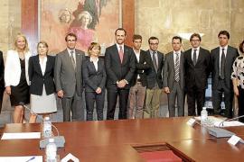 El embajador de EE UU admite que no es «indiferente» a lo que sucede en España