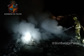 Sofocado un incendio en un almacén al aire libre en Palma