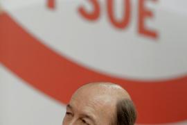 Rubalcaba augura «más sufrimiento»  si el Gobierno recurre al rescate