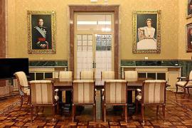 Los cuadros de los reyes seguirán en el Parlament con el voto de PSIB, PP y Cs