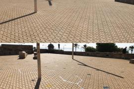 Emaya empieza a limpiar las pintadas vandálicas en fachadas privadas por una tasa de 10 euros el metro cuadrado
