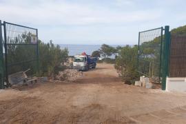 Ciudadanos denuncia la privatización de la costa en Cala Vedella