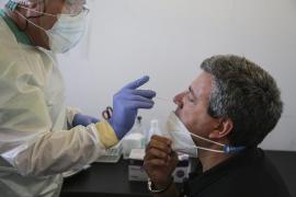 Menorca debatirá exigir PCR negativos a todos los viajeros que entren en la isla