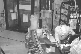 Detenidos dos jóvenes por robar en un comercio de Pere Garau