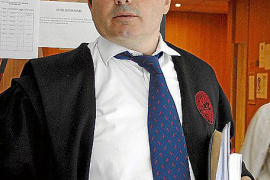La juez aprecia que la demanda por injurias de Bauzá contra Bravo contiene «errores»