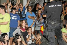 Cerca de 400 personas se concentran en Palma entre fuerte presencia policial