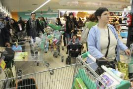 Las grandes cadenas encarecen la cesta  de la compra hasta un 7% tras la subida del IVA