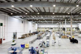 Detienen a cinco empleados de Amazon en Madrid por robar medio millón de euros en móviles
